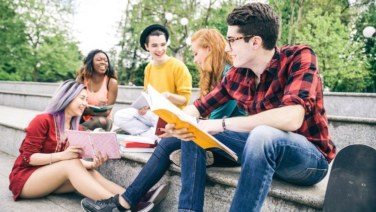 Modalitati usoare de a intalni oameni in facultate