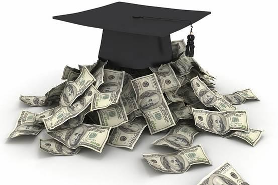 3 beneficii ale obtinerii unei diplome de licenta